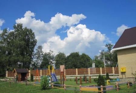 Детская площадка коттеджного поселка